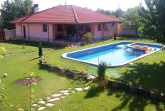 Beautiful house with pool & big garden near Balchik