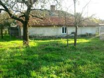 Large plot with free house near Dolni Chiflik